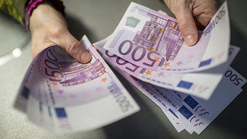 دلیل جایگزینی یورو بجای دلار چیست؟