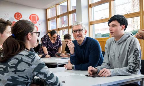 توصیه جالب مدیر اپل در مورد فضای مجازی به برادرزاده هایش